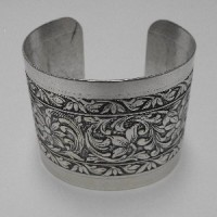 Floral Embossed Dramatic Silver Cuff 49mm