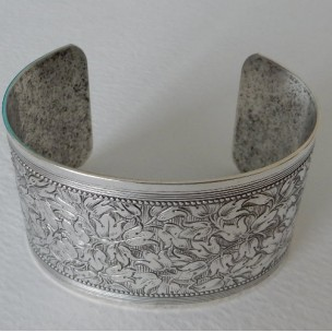Floral Embossed Oxidized Silver Cuff 37mm (1)