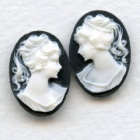 Cameos Girl in a Ponytail White on Jet 18x13mm