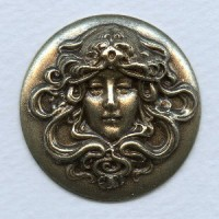 Repoussage Maiden Cameo 35mm Round Oxidized Brass