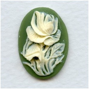 ^Cameos Ivory Rose on Green Background 25x18mm