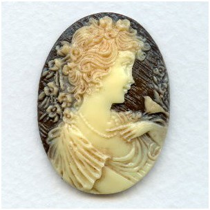 ^Girl with Nightingale Cameo Ivory on Brown 40x30mm (1)