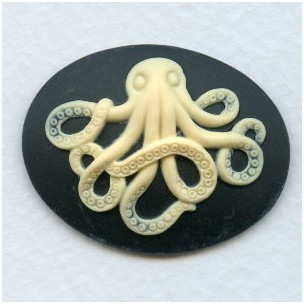 ^Octopus Cameo Ivory on Jet 30x40mm (1)